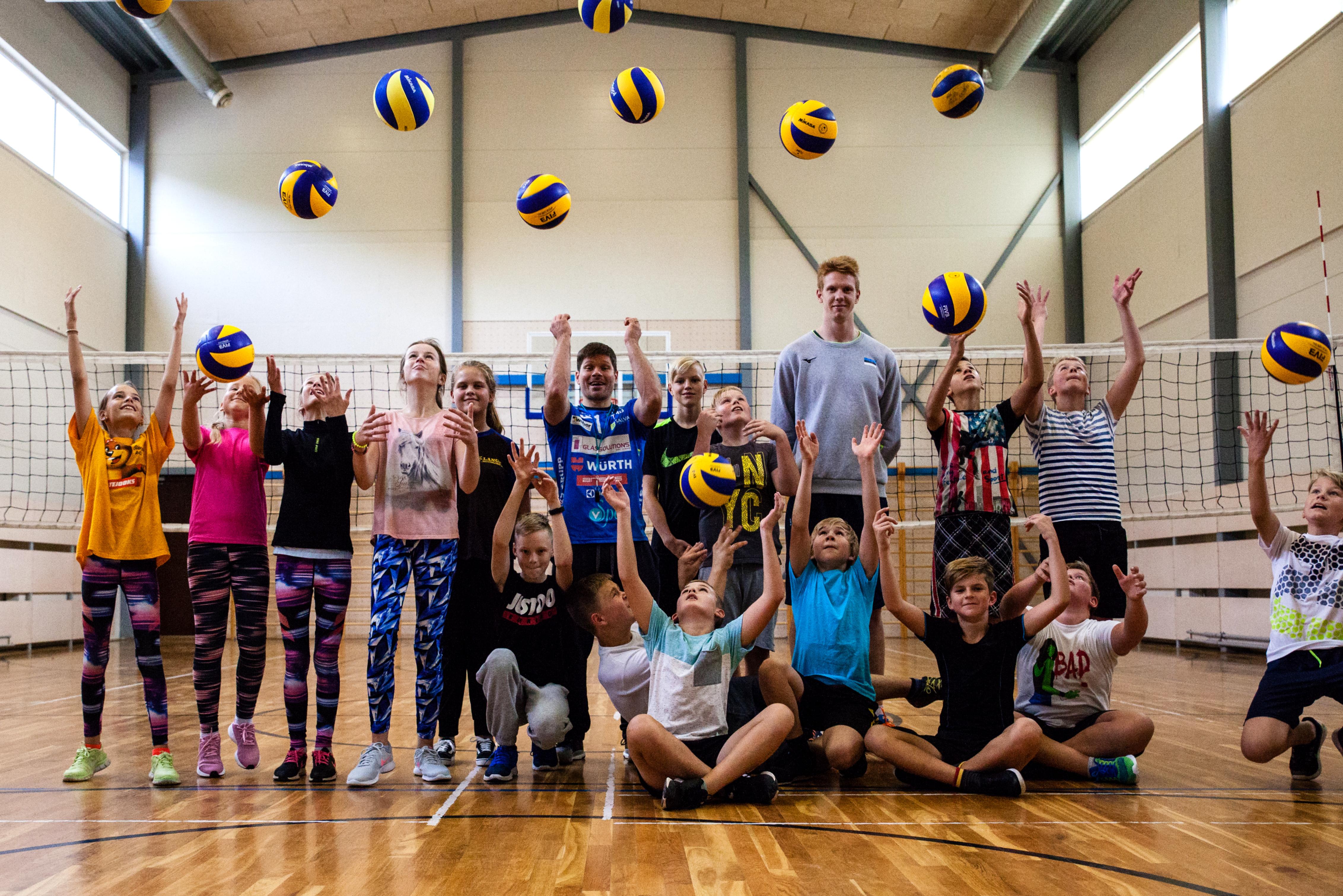 Rait Rikberg ja Mart Naaber annavad Sillaotsa kooli noorte võrkpalliarmastusele hoogu juurde!